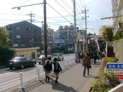 小田急線 「読売ランド前駅」東...